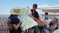 Benny, ein junger freier Mitarbeiter des Nationalparks berichtet über den See